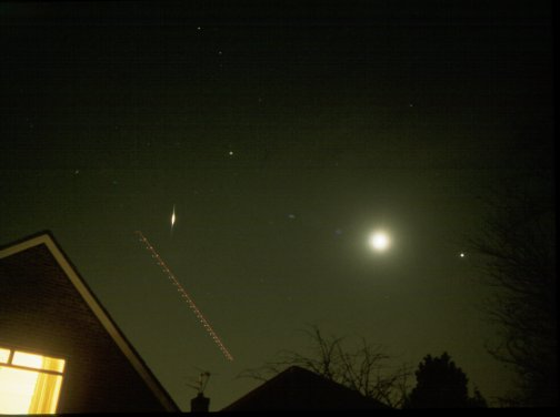 -7 Iridium flare, with Jupiter Saturn and Passing plane. Photograph by David Forshaw, using a 28mm lens, January 22nd, 1999